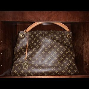 RETIRED bag   Louis Vuitton Artsy MM